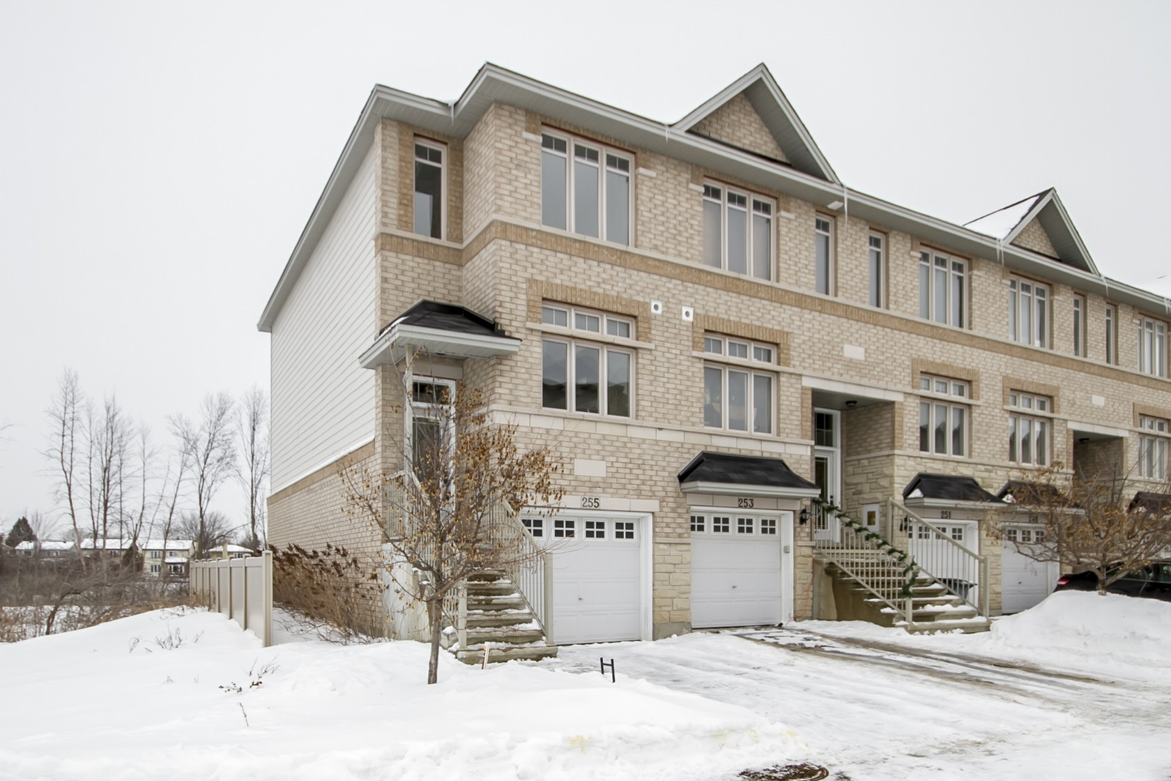 255 Stroget PrivateOttawa, Ontario  K2E 0A - Photo 1 - RP6073629651
