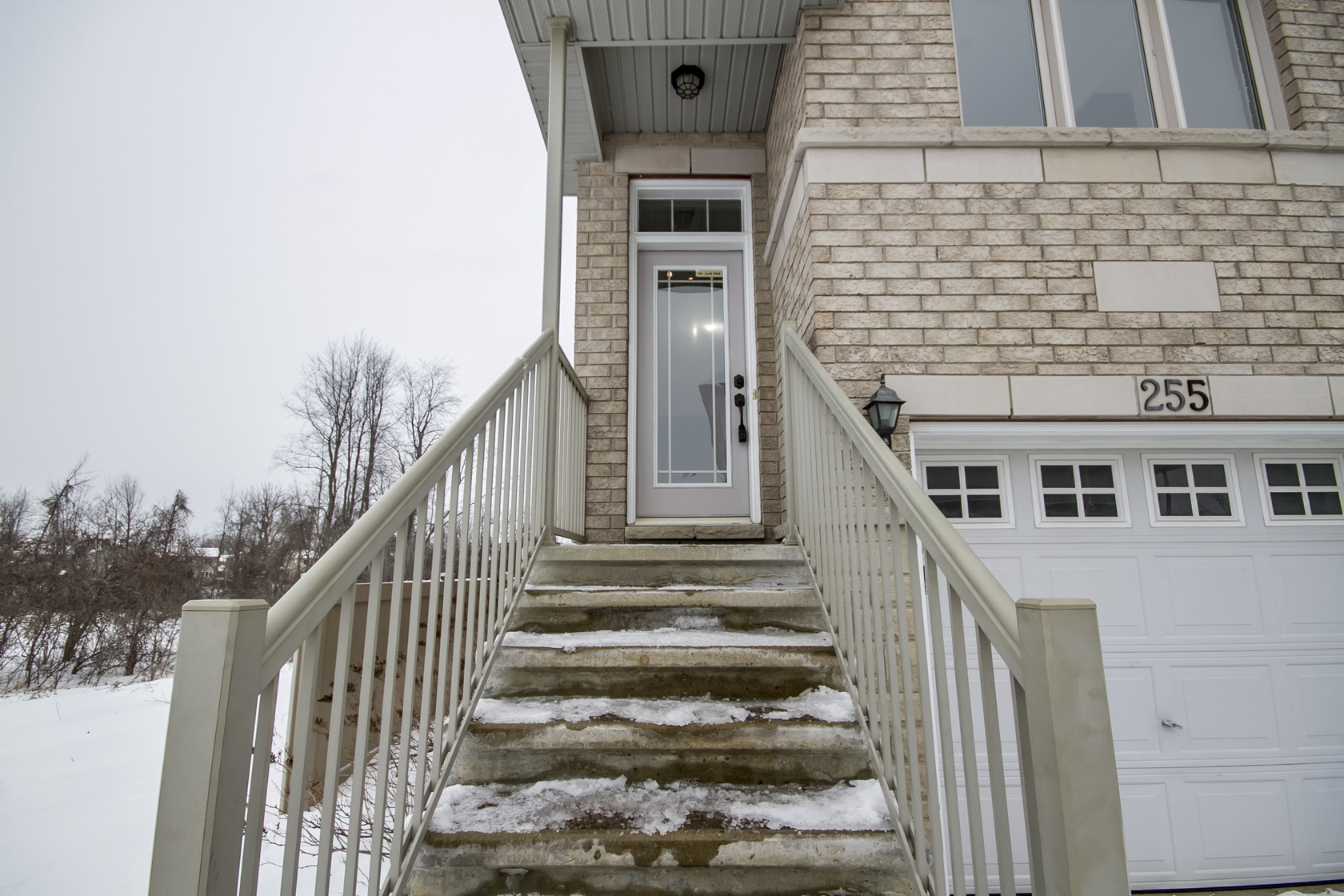 255 Stroget PrivateOttawa, Ontario  K2E 0A - Photo 2 - RP6073629651
