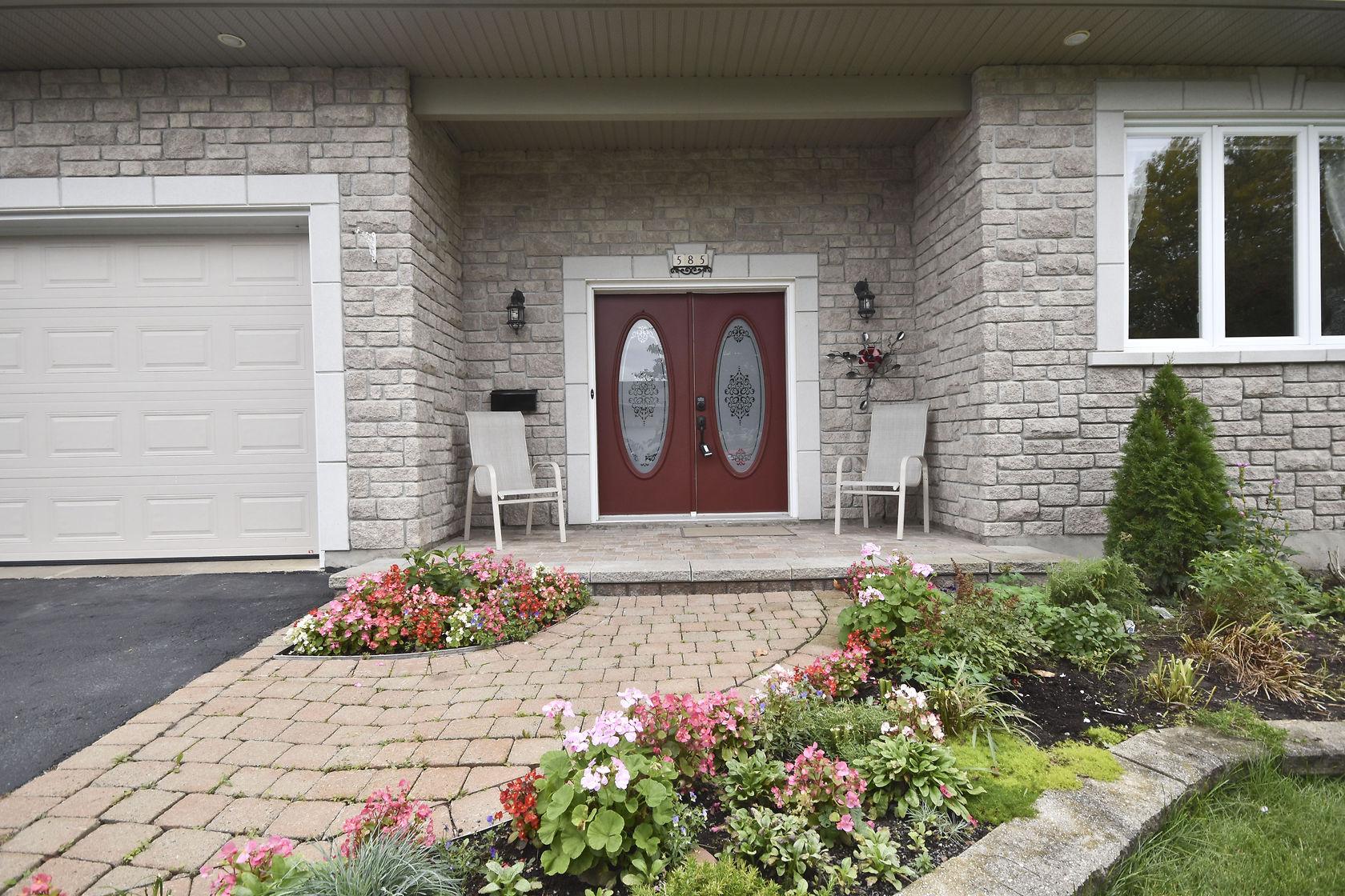 585 Potvin AveOttawa, Ontario  K4K 1M4 - Photo 2 - RP2007315736